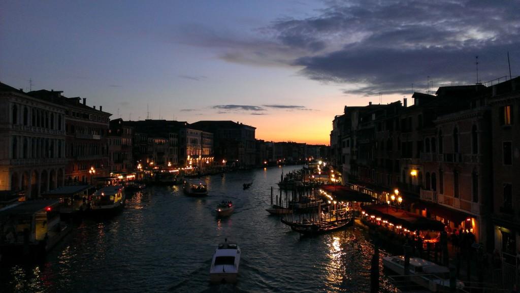 Canale Grande in Venedig bei Nacht