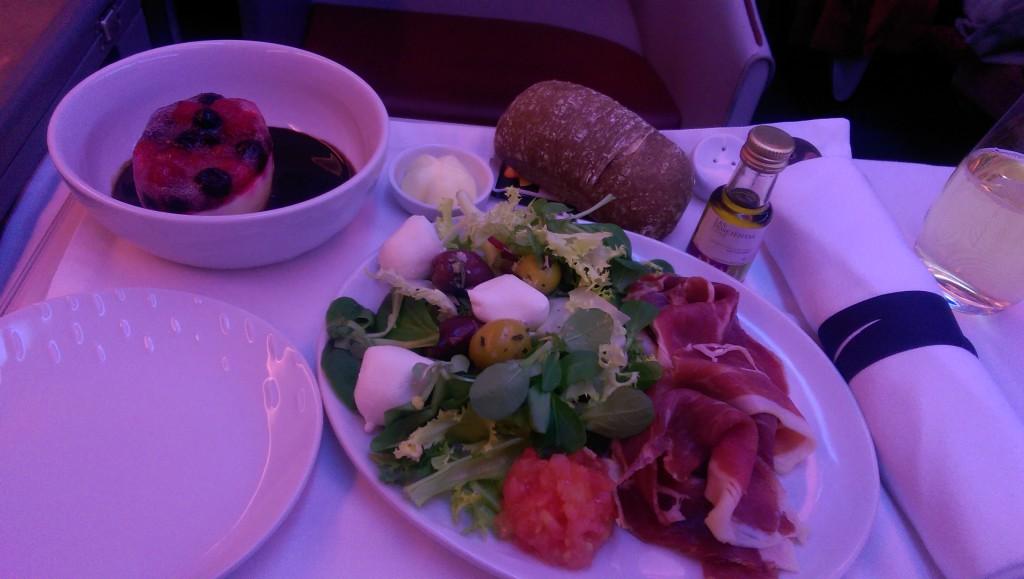 Business Class Essen auf dem Weg nach Madrid