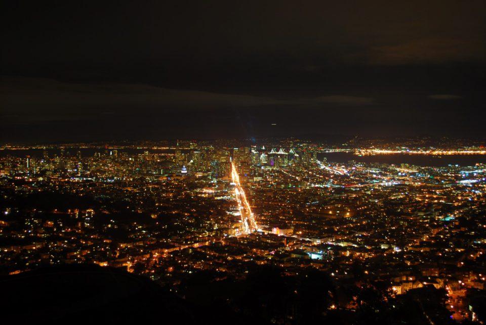 Blick Twin Peaks bei Nacht