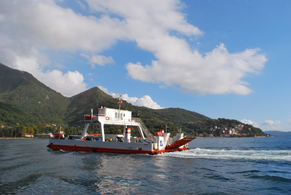 Bucht von Kotor - Überquerung per Autofähre
