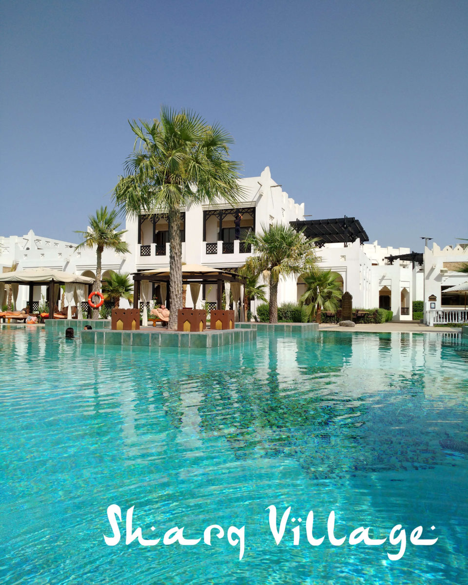 sharq village pool bereich