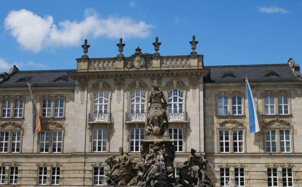 Vorplatz Neues Schloss Bayreuth