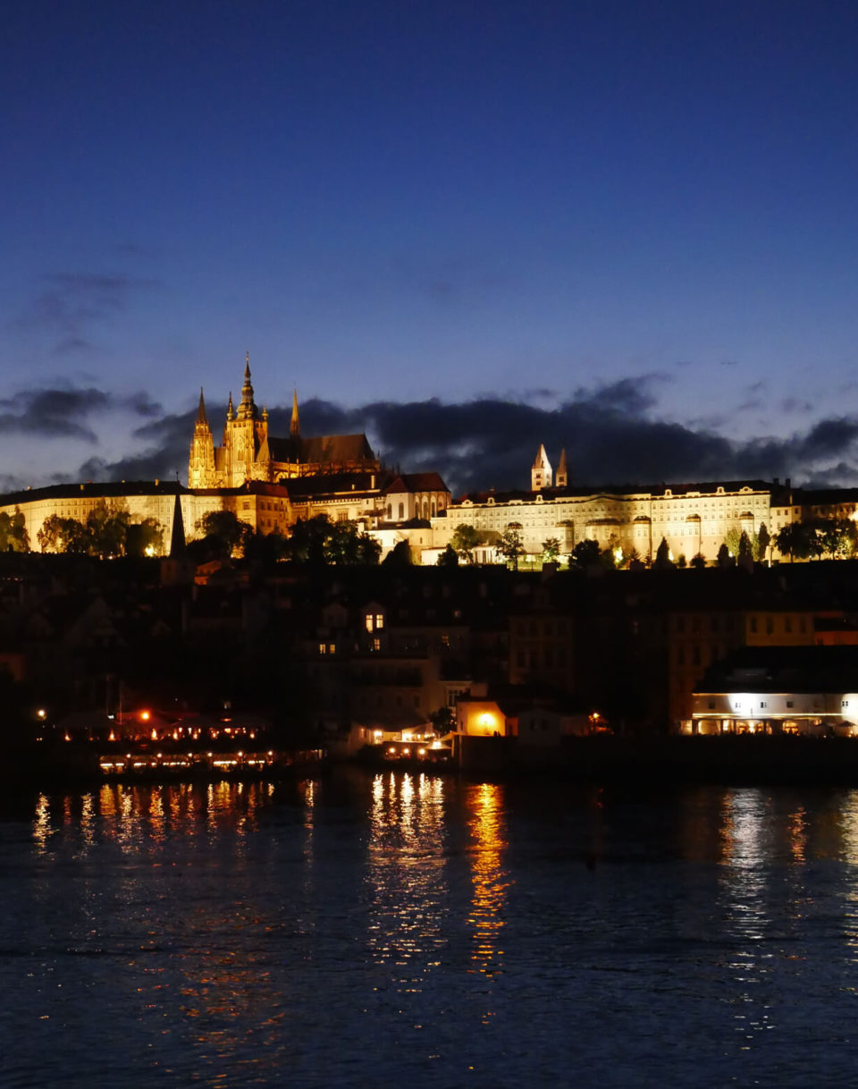 Prag Veitsdom bei Nacht